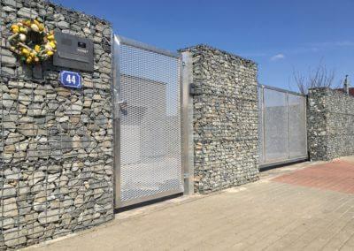 nesená posuvná brána jvp system hliníková s tahokovem