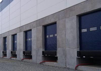 Vrata nakládací průmyslová s nakládacími můstky