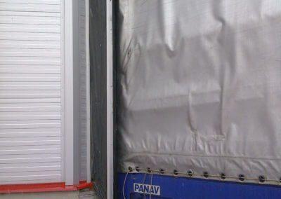 Vrata nakládací průmyslová s těsnícím límcem - v akci