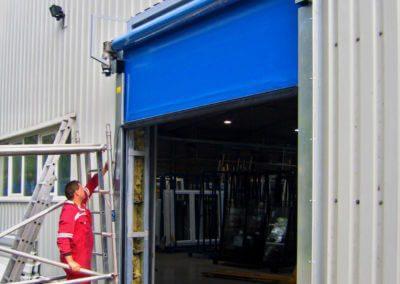 Vrata rychloběžná vertikální Hörmann na fasádě