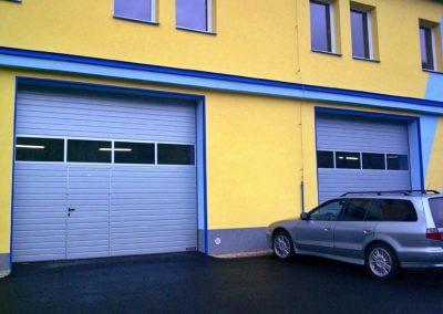 Vrata sekční průmyslová Hörmann s dveřmi 02