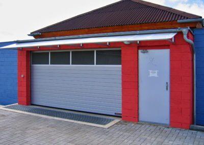 Vrata sekční průmyslová Hörmann SPU - vjezd do hromadných garáží Pelhřimov