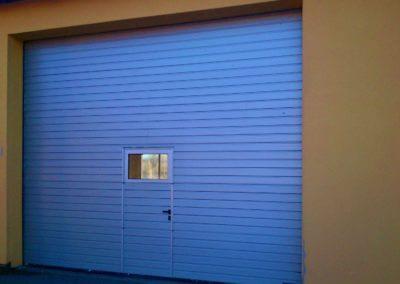 Vrata sekční průmyslová s dveřmi