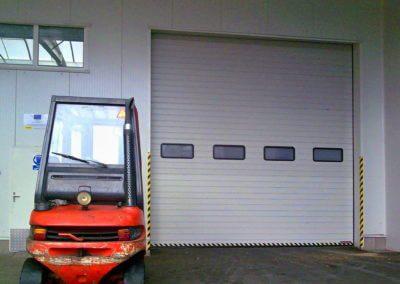 Vrata sekční průmyslová s okny