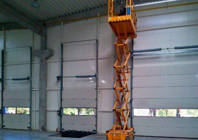 Vrata sekční průmyslová s vertikálním kováním