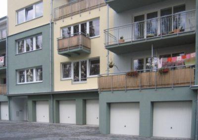 Vrata výklopná garážová (5)