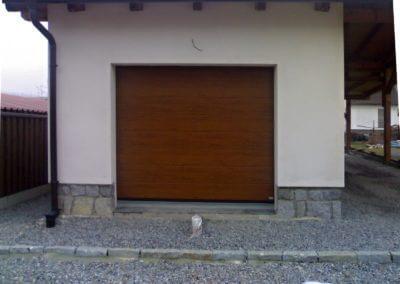 sekční garážová vrata ořech