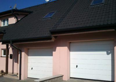 vrata sekční garážová bílá k řadovému domku