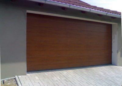 vrata sekční garážová dub s M drážkou