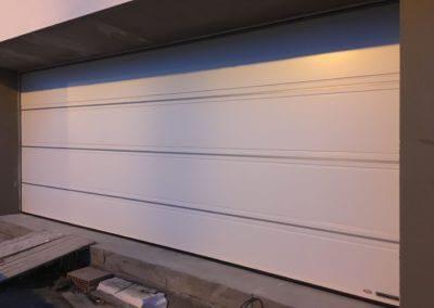 vrata sekční garážová bílá