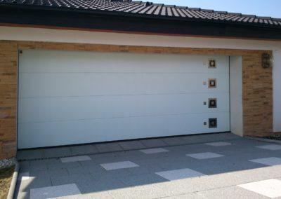 vrata sekční garážová bílá designová 2