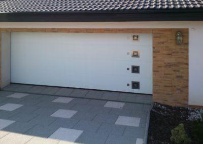 vrata sekční garážová bílá designová