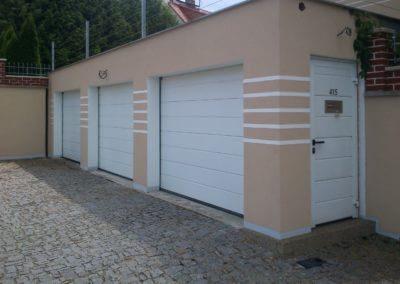 vrata sekční garážová bílá s M drážkou