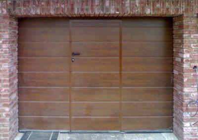 vrata sekční garážová hnědá s integrovanými dveřmi