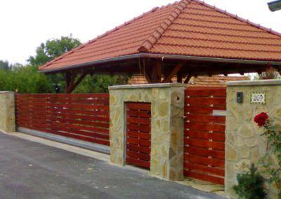 brána posuvná nesená hliníková s dřevěnou výplní 03