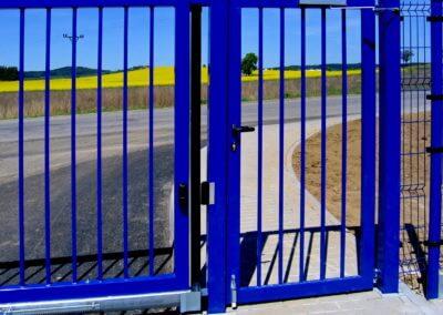 brána posuvná nesená průmyslová ocelová branka