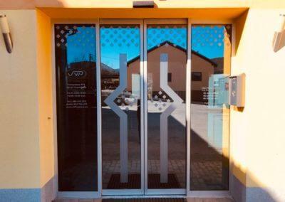 automatické dvoukřídlé dveře