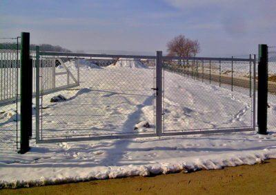 Brána dvoukřídlá vjezdová hliníková s manuální aretací