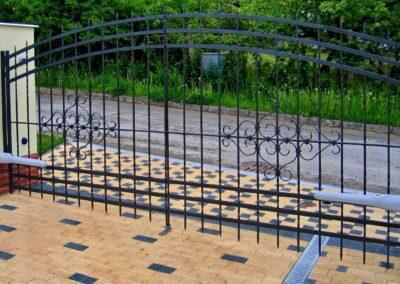 Brána dvoukřídlá vjezdová ocelová s elektrickým pohonem