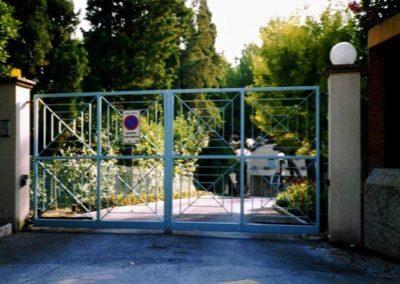 Brána dvoukřídlá vjezdová pozinkovaná s elektrickým pohonem