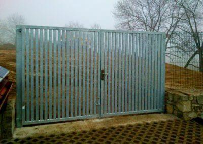 Brána dvoukřídlá vjezdová pozinkovaná s manuální aretací