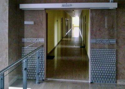 Dveře automatické lineární centrální celoprosklené