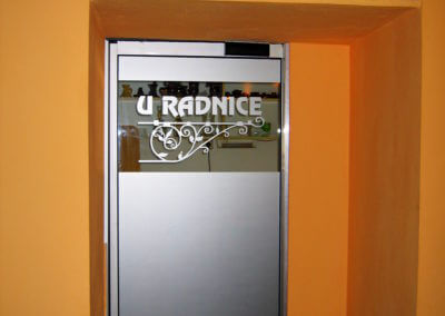 Dveře automatické lineární jednokřídlé hliníkové