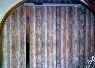 Dveře automatické lineární jednokřídlé skryté polepem