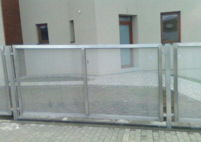 Hliníkový plotový dílec s tahokovem - pod úhlem