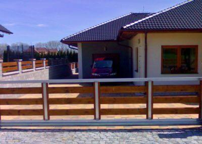 brána posuvná nesená hliníková s dřevěnou výplní