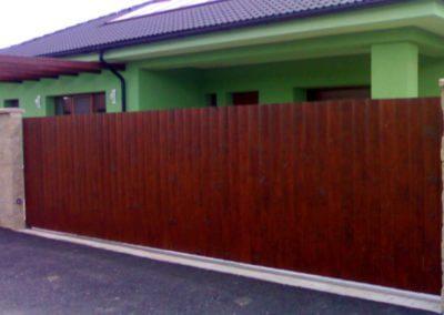 brána posuvná nesená ocelová s dřevěnou výplní 03
