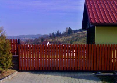 brána posuvná nesená ocelová s dřevěnou výplní 04
