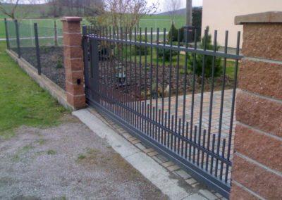 58-Brána posuvná nesená hliníková