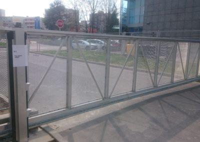 38-Brána posuvná nesená hliníková