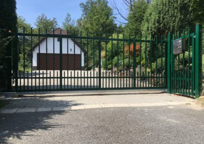 62-Brána posuvná nesená hliníková