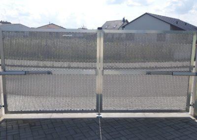 26-Brána dvoukřídlá hliníková s brankou
