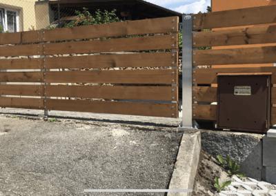 28-Brána dvoukřídlá hliníková s dřevěnou výplní