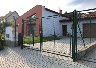 29-Brána dvoukřídlá ocelová lakovaná