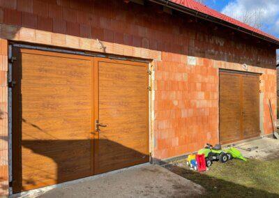 křídlová garážová vrata zlatý dub