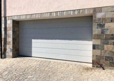 "Bílá garážová vrata Hörmann woodgrain, drážka ""M"""