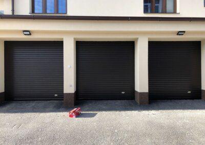hromadné garáže s rolovacími vraty