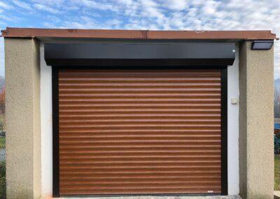 Rolovací garážová vrata montáž před otvor