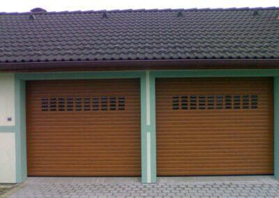 Rolovací garážová vrata s průhledy