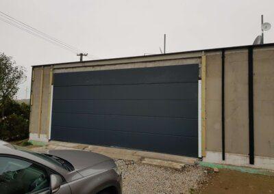 speciální sekční garážová vrata slícovaná s fasádou