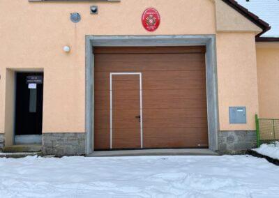 sekční garážová vrata HORMANN s integrovanými dveřmi s nízkým prahem